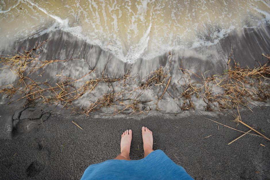 Corne aux pieds : marcher dans le sable